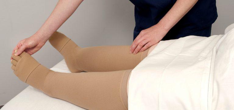 استفاده از جوراب برای رفع ادم