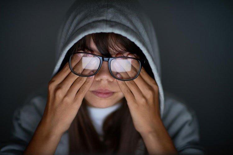 دلایل فشار چشم